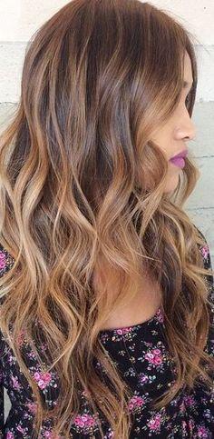 Tinte cabello largo castaño reflejos caoba claro