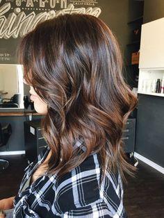 Tinte cabello largo con y reflejos castaño