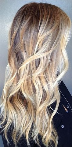 Tinte cabello largo tono dorado claro rubio