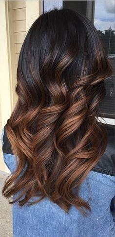 Tinte cabello largo moreno balayage caramelo
