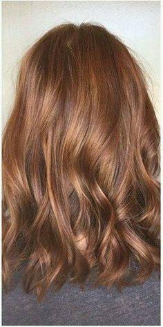 Tinte cabello largo tono dorado rubio madera