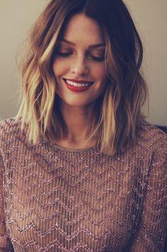 Tinte cabello largo tono caramelo balayage rubio