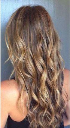Tinte cabello largo tono dorados naturales