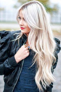 Tinte cabello largo tono rubio