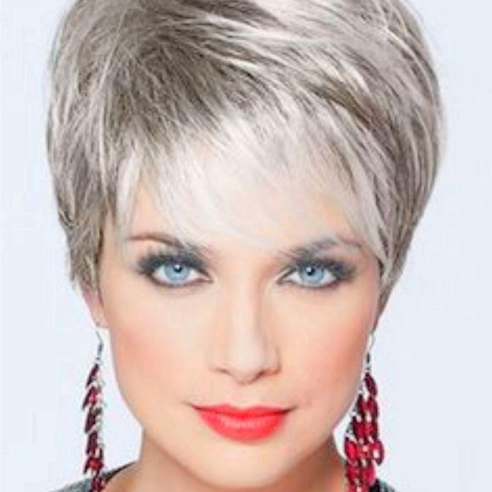 Peinado pelo corto flequillo ligero desfilado capa larga superior a media oreja