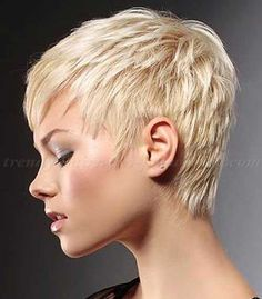 Peinado pelo corto bleach boyish con reflejos luminosos