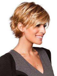 Peinado pelo corto desfilado rubio fresa tonos chocolate capas largas superiores