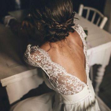 el tiempo en cordoba afecta al peinado novia boda pelo largo recogido lazo