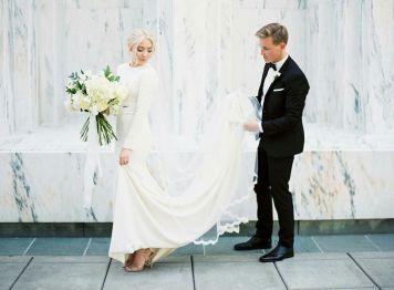 el tiempo en cordoba afecta al peinado novia con pelo rizado rubio