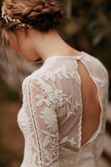 el tiempo en cordoba afecta al peinado novia para trenza adorno pelo rizado