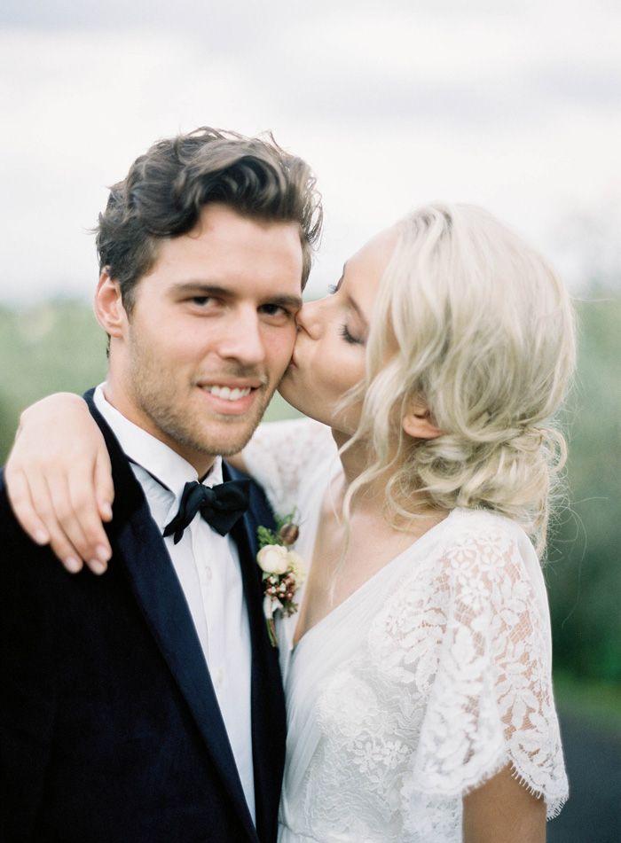 04 Fotos de boda con beso en la mejilla