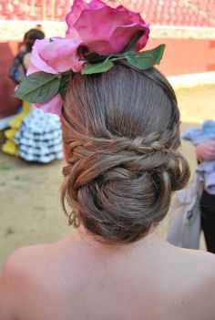 07 Peinados con adorno tocado de flores para ir a la feria de Cordoba