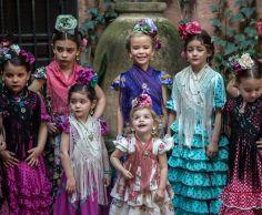 19 Peinados con tocado de flores niñas para ir a la feria de Cordoba
