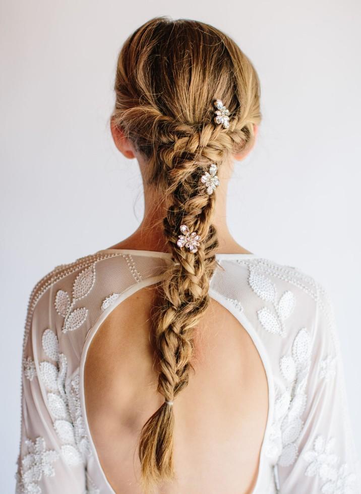 peinados de novia con ornamento floral en córdoba