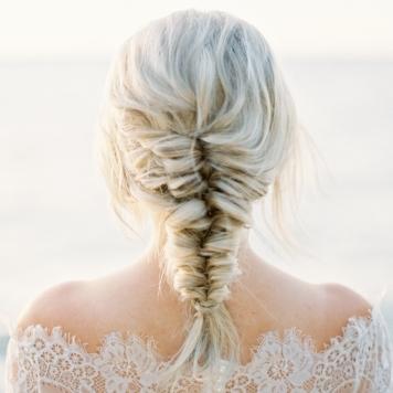 peinados de novia con tocado de lado y trenza en córdoba