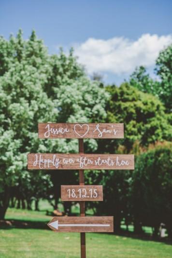 carteles personalizados de boda al aire libre