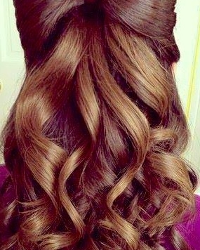 Semirecogido alto con lazo del propio pelo