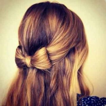 Semirecogido bajo con lazo del propio pelo