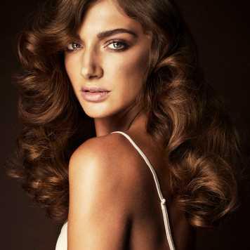 Corte de pelo y peinado clásico Melena Bronce