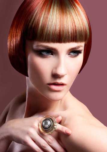 Corte de pelo y peinado corto flequillo bicolor