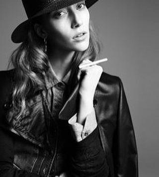 Peinados de diario para sentirte comoda con sombrero