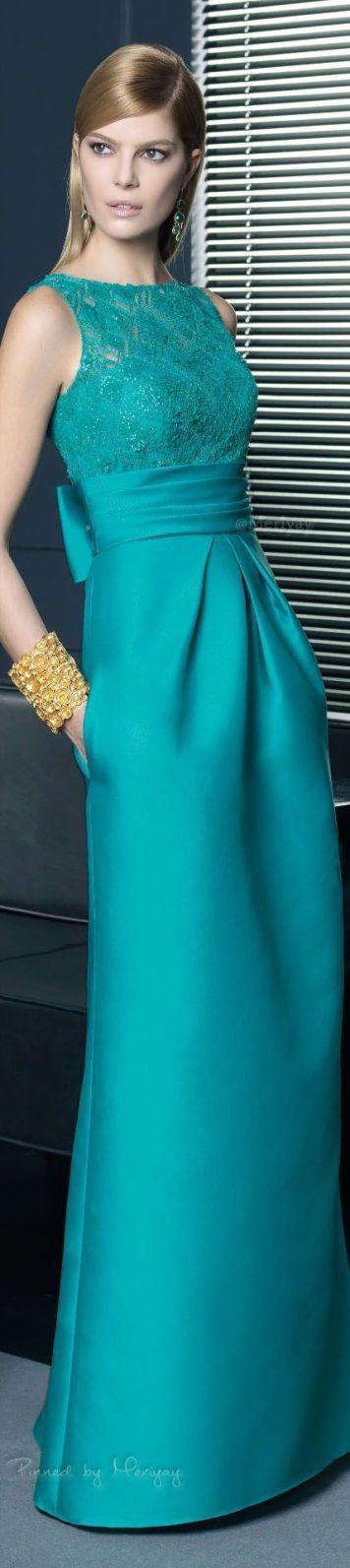 Vestido de fiesta y su peinado largo rubio bronce con largo azul turquesa en Cordoba