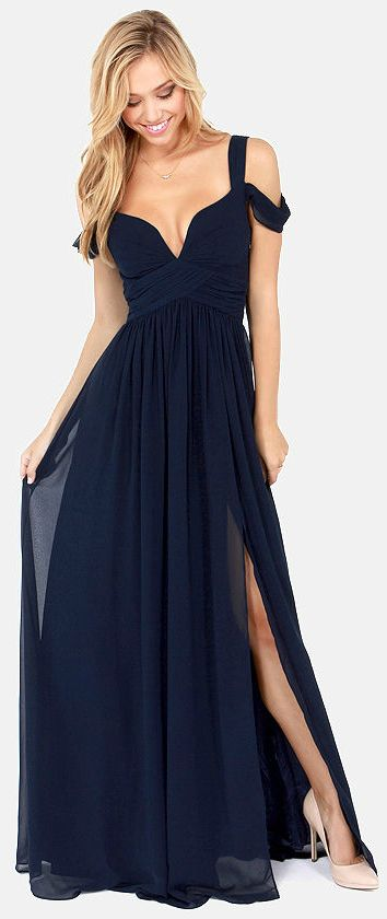 Vestido de fiesta y su peinado largo rubio con largo azul noche en Cordoba