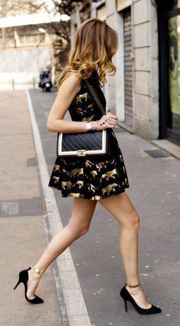 Vestido de fiesta y su peinado largo sombre con corto motivos dorados en Cordoba