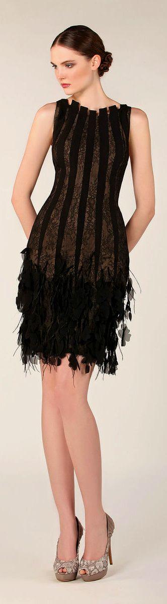Vestido de fiesta y su peinado recogido moreno moño con corto negro flecos y rayas en Cordoba