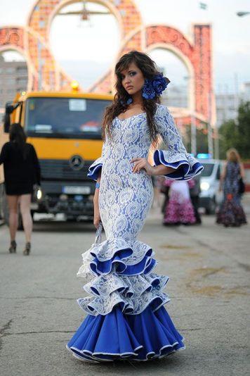 Feria y Fiestas Barriada de los Angeles Alcolea Flamenca Azul y Blanco