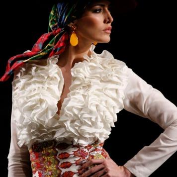Feria y Fiestas Barriada de los Angeles Alcolea Flamenca Camisa Blanca Chorreras