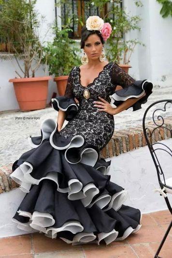 Feria y Fiestas Barriada de los Angeles Alcolea Flamenca Negro y Blanco