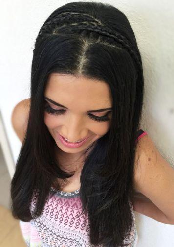 Peinados de trenzas de lado y cabello suelto Antequera