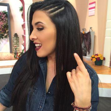 Peinados de trenzas de lado y cabello suelto Ecija