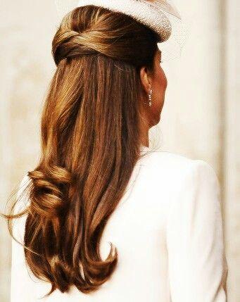 Peinados de trenzas de lado y cabello suelto Puente Genil
