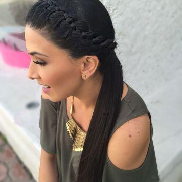 Peinados de trenzas de lado y cabello suelto Villarrubia