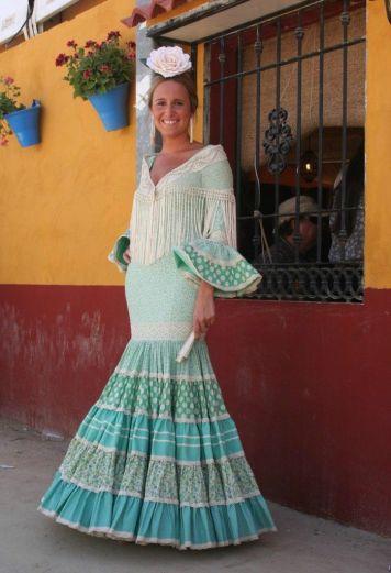 Ideas Trajes de Flamenca y Recogidos Vestidos de gitana en Montilla con Lunares y Volantes
