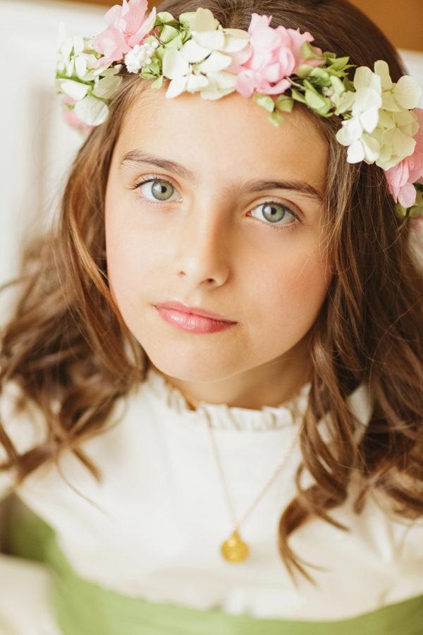 Peinados comunion corona flores