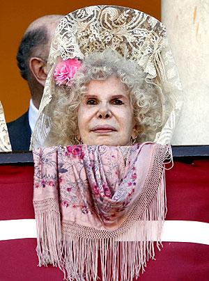 Fotos de como se lleva la Mantilla de Madrina Almodovar del Rio