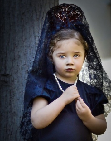 Fotos de como se lleva la Mantilla de Madrina Cordoba