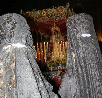 Fotos de como se lleva la Mantilla de Madrina El Carpio