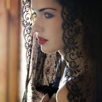 Fotos de como se lleva la Mantilla de Madrina Hinojosa del Duque