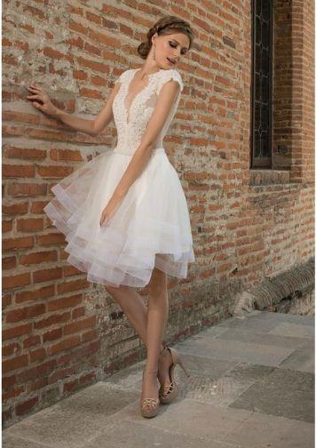 Peinados con Vestidos de novia cortos Recogido bajo trenza