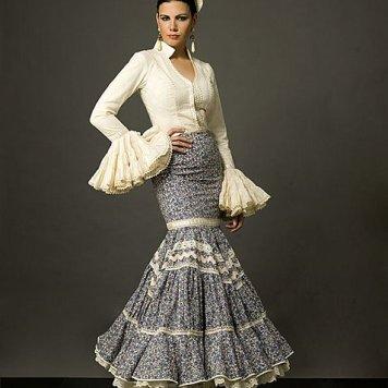 Todo Ideas en pasarela flamenca blusa beige