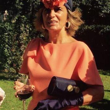 Ser la Madrina Ideal con Tocado, Mantilla o Sombrero al aire libre