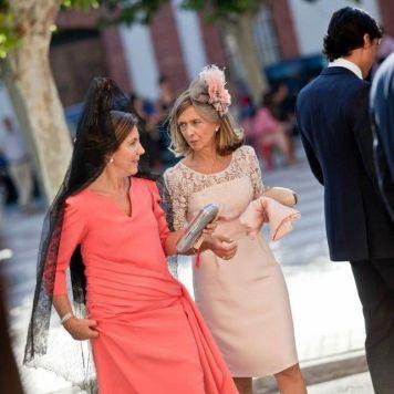 Ser la Madrina Ideal con Tocado, Mantilla o Sombrero con Estilo