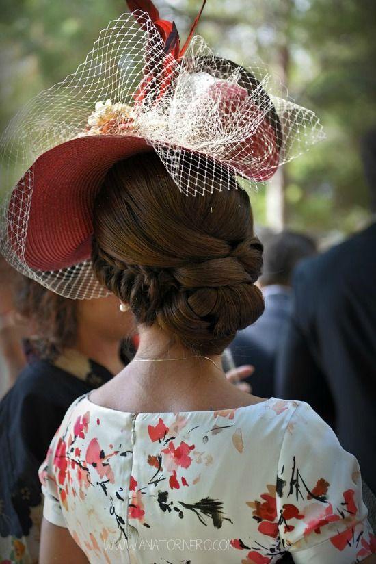 Ser la Madrina Ideal con Tocado, Mantilla o Sombrero de la Fiesta