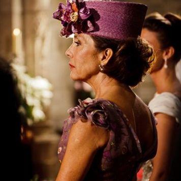 Ser la Madrina Ideal con Tocado, Mantilla o Sombrero Espectacular