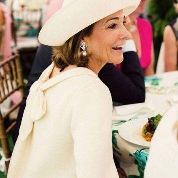 Ser la Madrina Ideal con Tocado, Mantilla o Sombrero Rosa