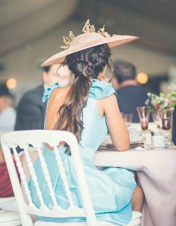 Vestidos con Peinados que sirven para Invitadas y Madrinas de Boda Moriles